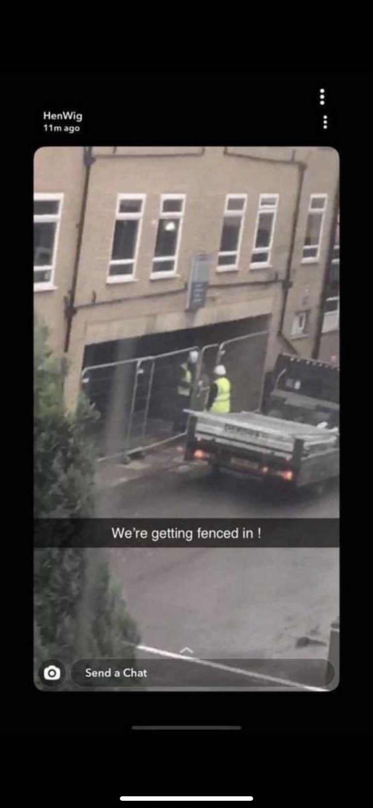 BREAKING: UNIVERSITY OF MANCHESTER STUDENTS ARE FENCED INTO HALLS